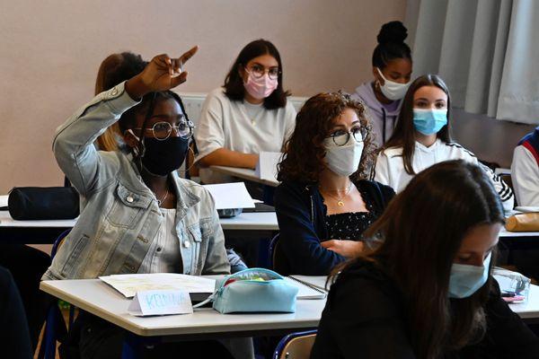 Désormais, les lycées pourront mettre en place des demi-groupes pour respecter le protocole sanitaire.