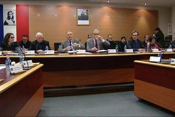 Le maire de Chenôve, Jean Esmonin, au centre. A sa gauche, son ancien adjoint, Roland Ponsâa.