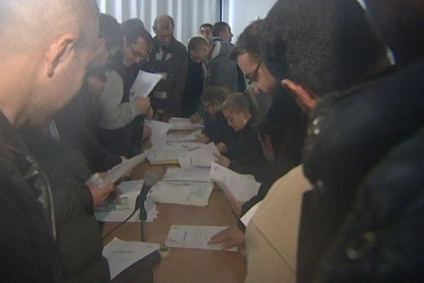 22 000 euros. C'est le chèque versé à chacun des 174 anciens salariés de MBF Technologie, à Saint-Claude. La somme s'ajoute aux indemnités de licenciement. Décision prise par le tribunal de Lons-Le-Saunier qui avait condamné l'ancien propriétaire de l'usine.