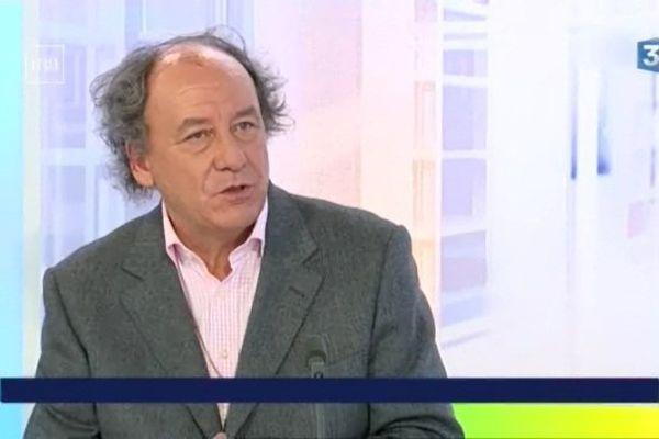Michel Renaud, fondateur du rendez-vous du Carnet de voyage à Clermont-Ferrand. Le sept janvier, il a été victime de l'attentat perpétré à Charlie Hebdo.