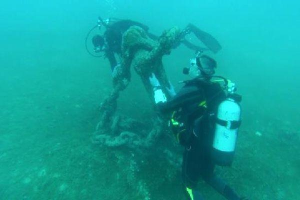 Des plongeurs spécialisés en archéologie sous-marine ont découvert une ancre de plus de 2 mètres de haut, au beau milieu de la rade de Villefranche sur mer !