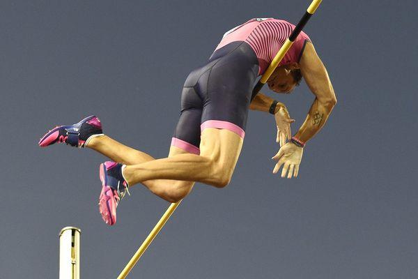 """Renaud Lavillenie a eu """"le plaisir de retrouver ses repères"""" jeudi à Lausanne (Suisse) en passant 5,87m."""