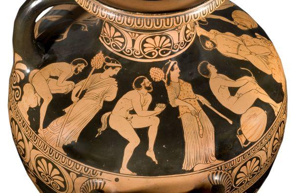 L'exposition est centré sur les vases en céramiques souvent manipulés lors des banquets pour servir le vin. Ici une Hydrie Attribuée au peintre d'Amycos vers 420-400 av JC - don du duc de Luynes.
