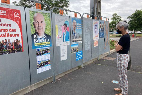 En Auvergne-Rhône-Alpes, les électeurs avaient à choisir entre 9 listes pour le premier tour des régionales.