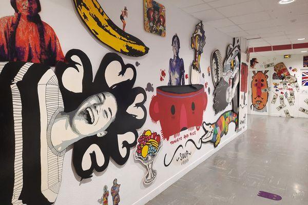 Les murs bariolés et expressifs du collège Charles de Gaulle à Ploemeur