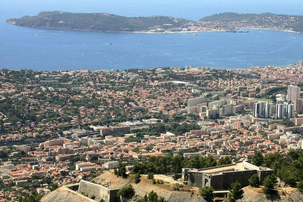 Vue de Toulon et de La Seyne-sur-Mer depuis le mont Faron.