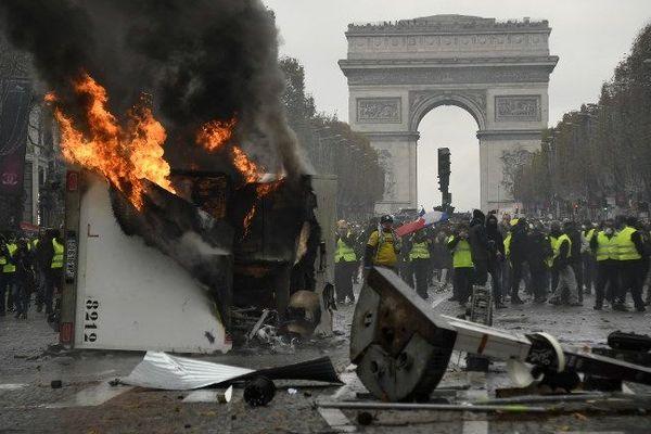 Le policier blessé lors des manifestations des gilets jaunes sur les Champs-Elysées a définitivement perdu son oeil.