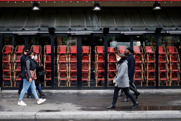 Un restaurant fermé à Paris, le 23 novembre dernier (illustration).