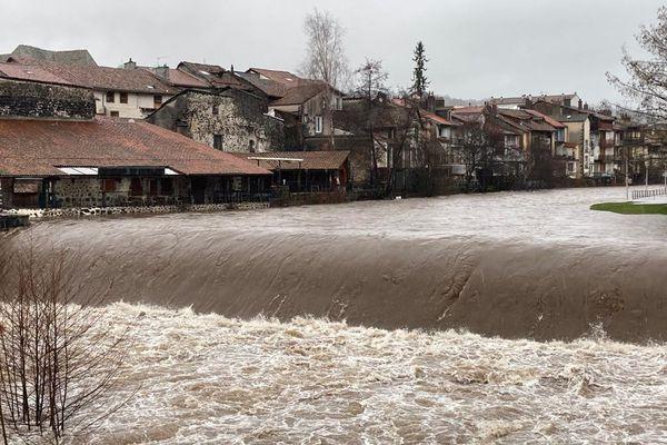 A Aurillac, le niveau de la Jordanne est préocuppant.