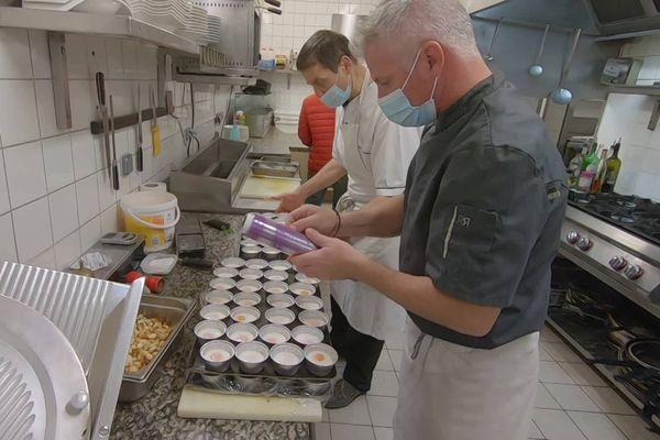 Seize restaurateurs saintais se sont unis pour réaliser des menus à emporter pendant toute la durée du confinement.