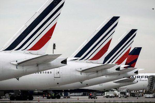 Une intersyndicale de la compagnie aérienne Air France a lancé le 22 février un mouvement pour réclamer des revalorisations des salaires. En avril, le personnel du groupe a observé 7 jours de grève.