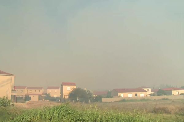 Plusieurs centaines d'habitants de Millas et Néfiach (Pyrénées-Orientales) ont dû être évacués par précaution lors de l'incendie du 18 juillet 2021.