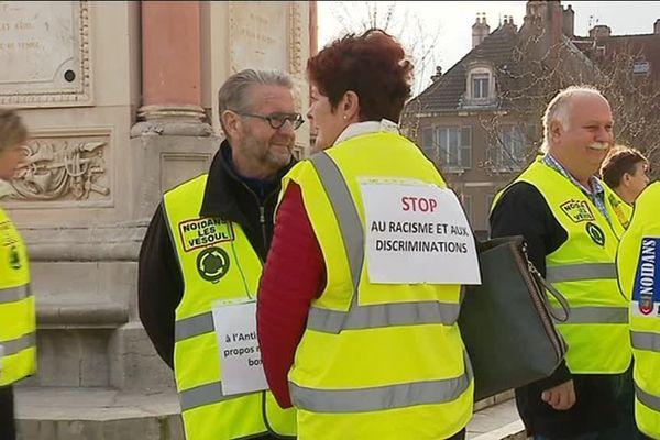 Près de 80 Gilets jaunes se sont rassemblés sur la place de la République de Vesoul, vers 16 heures mardi 19 février 2019.