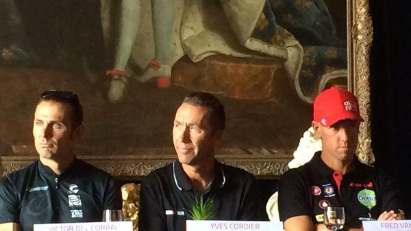 Victor Del Corral vainqueur de l'édition 2016 (à gauche) et Frederik Van Lierde triple vainqueur de l'épreuve (à droite) lors de la conférence de presse de présentation du triathlon, ce samedi 22 juillet. Ils seront au coude à coude pour la victoire.