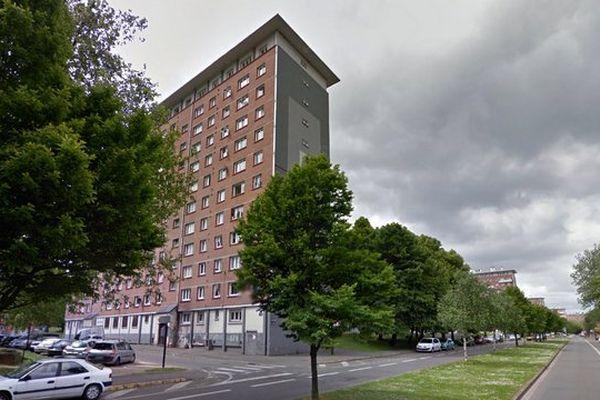 Le trio trafiquait de la résine de cannabis, de l'herbe, de la cocaïne et de l'héroïne dans une entrée d'immeuble boulevard de Metz à Lille.