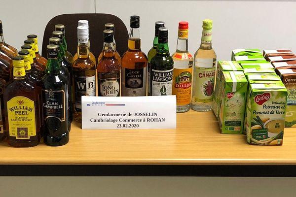 25 bouteilles d'alcool et des briques de soupes ont été retrouvées au domicile du cambrioleur.