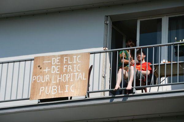 Une banderole pour réclamer plus de moyens pour la santé - Photo d'illustration