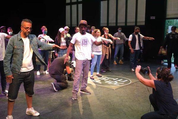Un cours de Popping mené par 'Fox', danseur de la compagnie Aktuel Force.