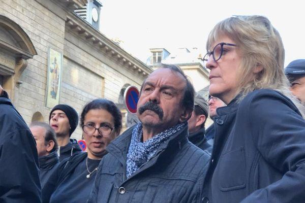 Philippe Martinez, venu discuter avec les militants CGT.
