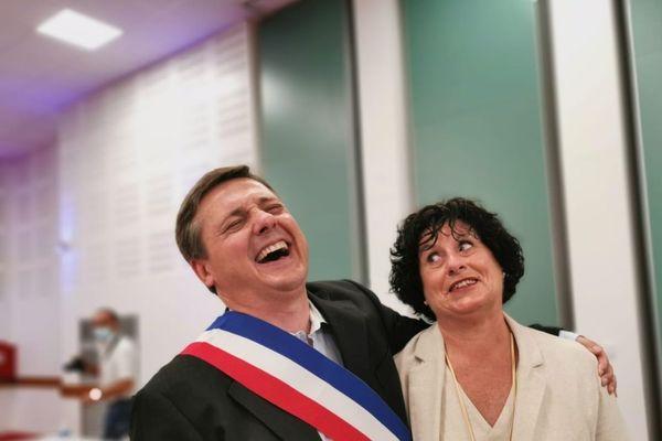 Crescent Marault, maire d'Auxerre, en compagnie d'une de ses co-listières Marie-Ange Convertino Baulu lors de l'installation du conseil municipal dimanche 5 juillet 2020.