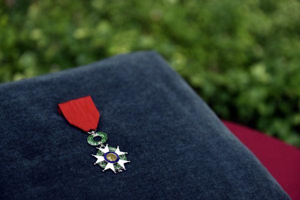 Avec la crise sanitaire, au 1er janvier 2021, les promus à l'ordre national de la Légion d'honneur sont essentiellement des acteurs de la lutte contre le Covid-19. En Auvergne, aussi, découvrez les noms des Auvergnats promus.