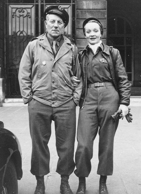 Jean Gabin habita avec Marlène Dietrich à Los Angeles pendant leur exil. Ils s'engagèrent tous deux auprès des forces alliées.