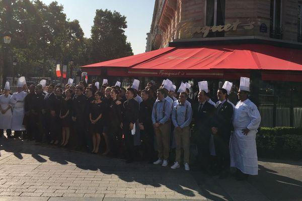 Ce samedi, le personnel et la direction du Fouquet's ont remis en route le restaurant Le Fouquet's qui avait été vandalisé le samedi 16 mars en marge d'une manifestation de Gilets jaunes.