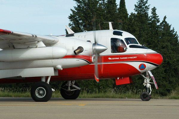 L'un des Tracker appartenant à la Sécurité Civile. Il s'agit de bombardiers d'eau utilisés pour lutter contre les incendies. archives