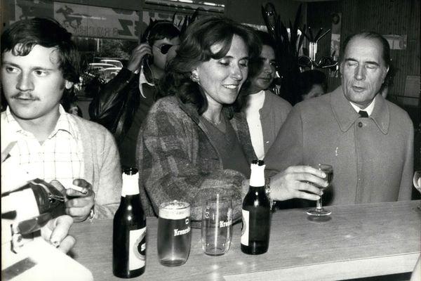 Edith Cresson et François Mitterrand, en octobre 1975.