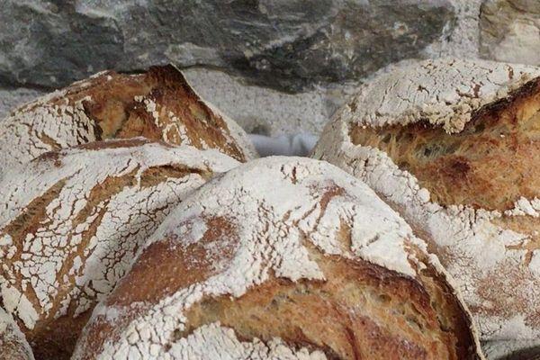 Le paysan-boulanger produit 230 kg de pain par semaine.