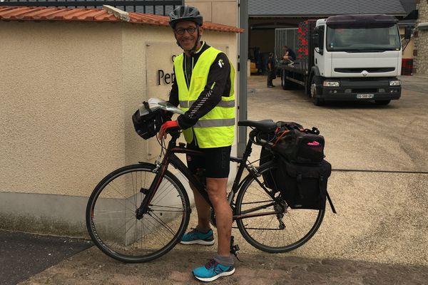 André Leroy vient d'arriver en Champagne près d'Epernay. Dans ses jambes, plus de 1000 km à vélo depuis la Bretagne, pour faire les vendanges.
