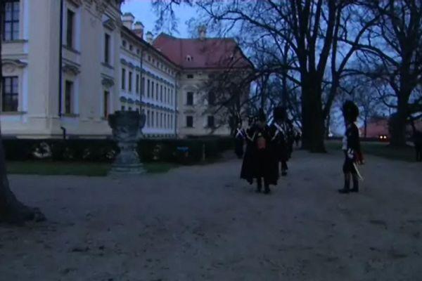 Les Grenadiers défilent dans les jardins du château de Slavkov