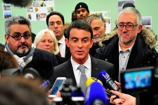 Le 10 janvier 2017, Manuel Valls face à la presse dans le Puy-de-Dôme avec à ses côtés un fidèle  Olivier Bianchi maire PS de Clemront-Ferrand (à gauche de la photo).