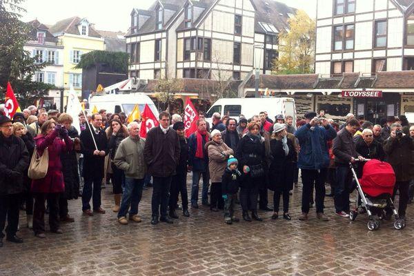 Départ de la marche contre le raciste - Troyes
