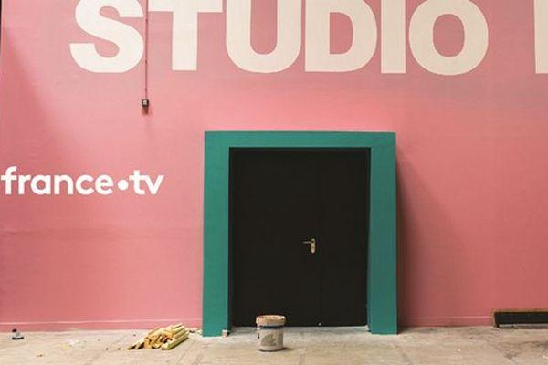 Les studios de tournage de France télévisions ont été inaugurés ce matin à Vendargues (Hérault), aux portes de Montpellier. C'est ici que sera tourné le nouveau feuilleton quotidien de France 2, mis à l'antenne à la rentrée prochaine.