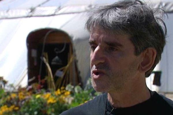 """Marc Délhiat interviewé lors de l'ouverture du festival 2013 de """" la Route du Cirque""""."""