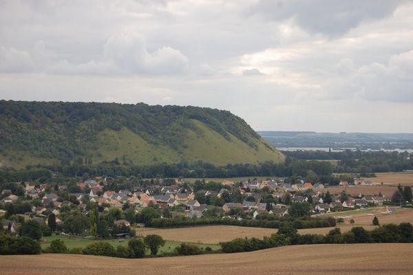 Bien plus de gris que de bleu dans l'Eure, à Romilly sur Andelle où culmine la côte des Deux-Amants, qui domine la Seine.
