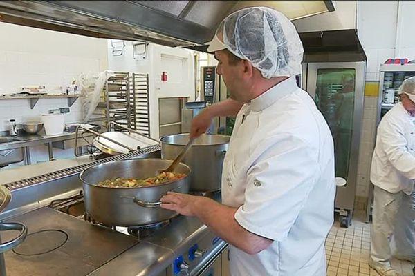 Des menus sont préparés matin, midi et soir par les effectifs de l'Ehpad de Châlus pour les 123 résidents.