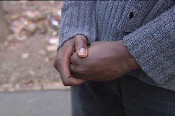 Ce jeune guinéen de 15 ans, seul à Marseille, rêve d'u avenir meilleur.