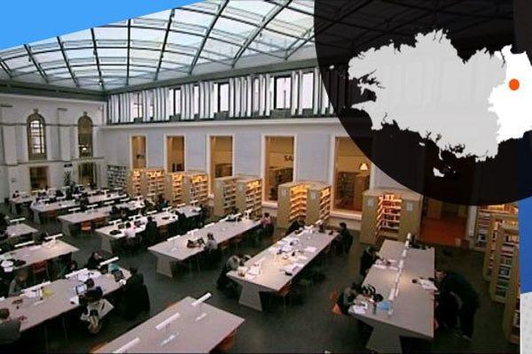 La toute récente bibliothèque universitaire de Rennes 1 où l'on peut travailler jusqu'à 22h