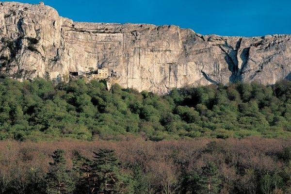 Le massif de la Sainte-Baume, classé forêt d'exception rouvre certains accès au promeneurs.