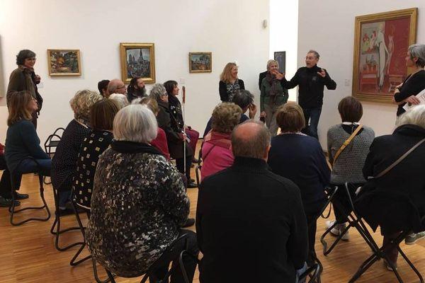 Jean-Claude Gallotta explique aux malvoyants comment ces peintures du Musée de Grenoble ont inspiré sa nouvelle création.