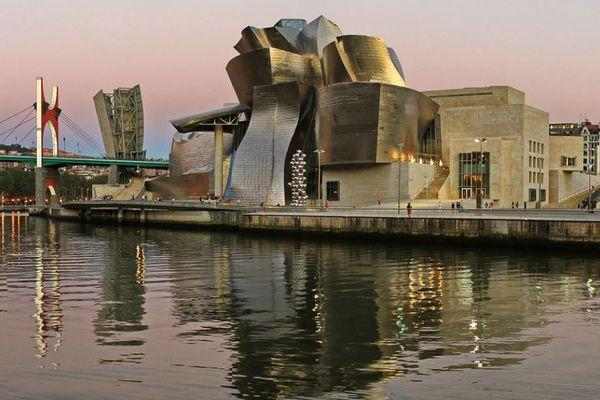 La ville de Bilbao et son célèbre musée Guggenheim