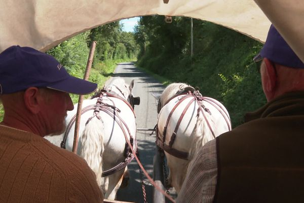 Jean-Paul et Jean-Claude sur la route qui les ramène de l'Anjou vers le Morvan