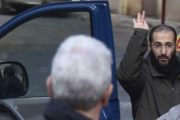 L'ancien membre du GIA algérien, Merouane Benahmed, a été localisé en Suisse jeudi 22 septembre. Il a fait une demande d'asile politique. Ils'était enfui début septembre du domicile où il était assigné à résidence, à Évron en Mayenne