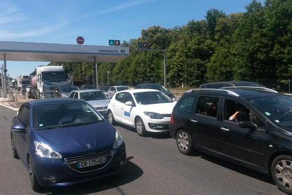 Sortie Châtellerault-sud de l'A 10 : de nombreux véhicules sont bloqués