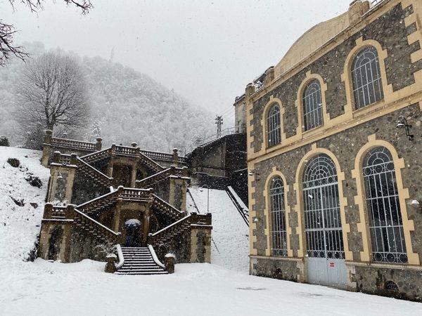 La centrale des Vernes, classée monument historique, avec son escalier d'inspiration florentine.