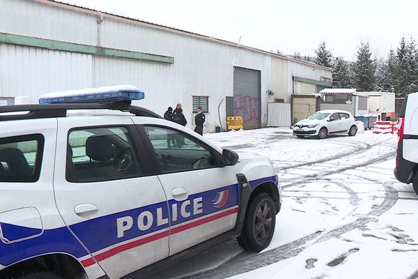 Le hangar dans lequel s'est déroulée la fête à Saint-Martin-d'Hères, en Isère, samedi 16 janvier 2021.