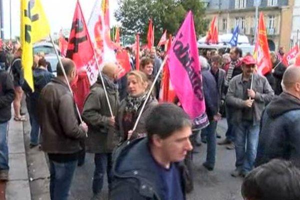 A Cherbourg devant l'Hotel de Ville, ils étaient près de 600 à manifester