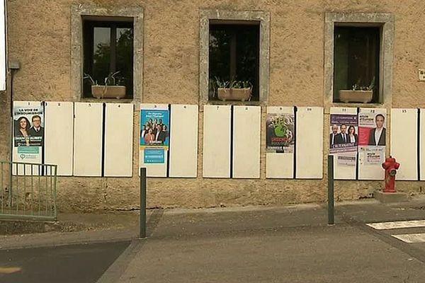Assas (Hérault) - les panneaux d'affichage des listes candidates aux Européennes - mai 2019.